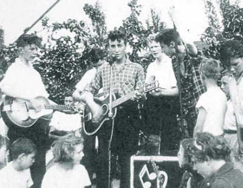 "John's best friend at school, Pete Shotton and The Quarrymen 'Forty years at The Cavern celebration' 1997 ""You freaky Bastard Gary!"" Pete Shotton"